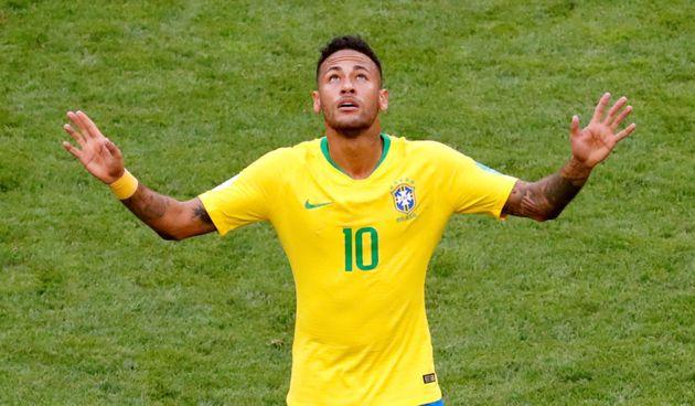 Neymar marcou 2 gols, quebrou recordes, mas ficou abaixo do