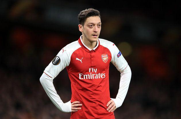 Mesut Ozil é o cérebro do meio-campo do