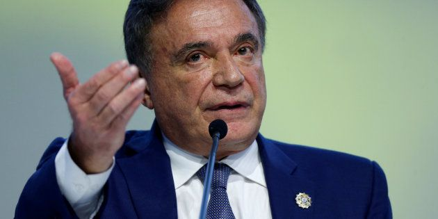 Alvaro Dias descarta aliança com Alckmin e procura PRB, PROS e PEN para