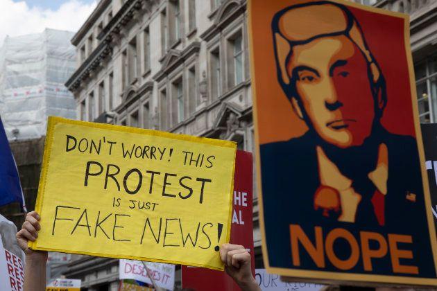 Protesto contra fake
