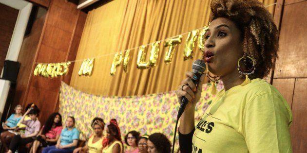 Mulher negra, nascida na Favela da Maré, lésbica e defensora dos direitos humanos, Marielle foi a 5ª...