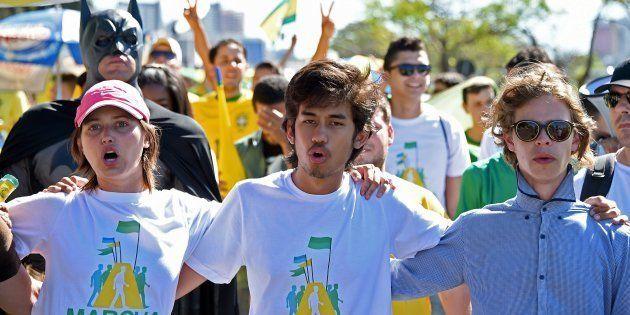 Kim Kataguiri (centro), um dos líderes do MBL, em ato pelo impeachment de Dilma Rousseff, em