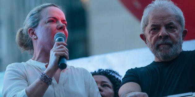 Presidente do PT, senadora Gleisi Hoffmann, conversou com Lula sobre alianças eleitorais nesta quinta-feira