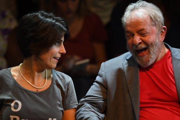 Manuela D'Ávila, candidata do PCdoB à Presidência, seria anunciada neste sábado (4) como vice do ex-presidente...