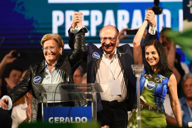 Alckmin é formalizado candidato à Presidência pelo PSDB, ao lado de Ana Amélia, sua vice, e da esposa,...