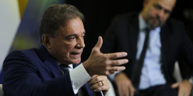 Alvaro Dias enaltece Sergio Moro e a 'República de Curitiba' ao ser oficializado