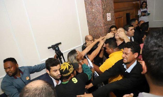 Confusão entre aliados e adversários de Marcio Lacerda marcou convenção do PSB em