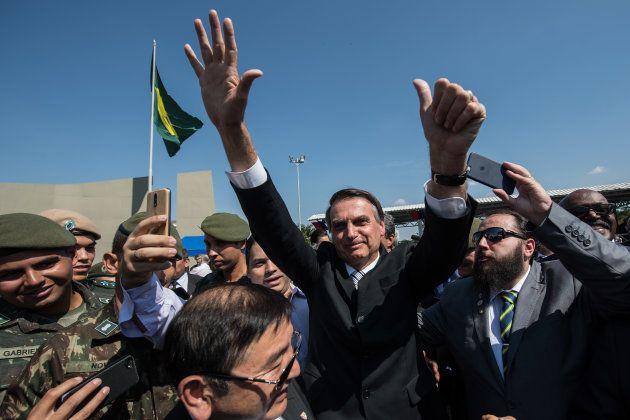 Jair Bolsonaro recebe o apoio de militares em evento em São Paulo, em