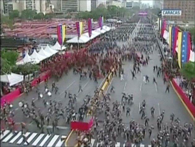 Tumulto em cerimônia militar em Caracas após o suposto