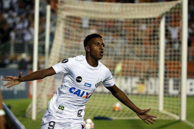 Rodrygo, do Santos, foi observado de perto por Tite e pode receber chance na