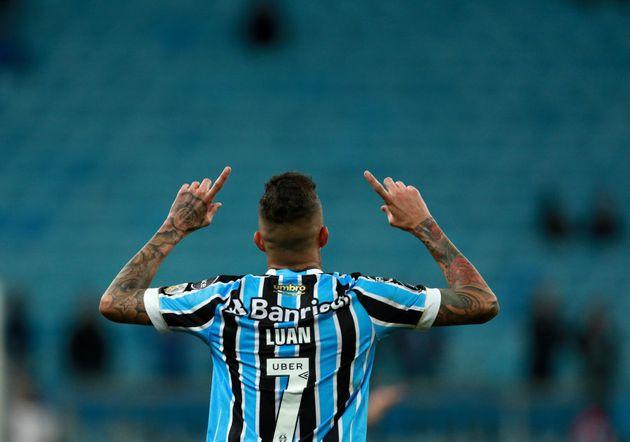 Principal nome do ataque gremista na conquista da Libertadores de 2017, Luan tem bola para voltar à