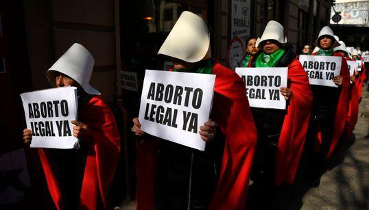 Argentina: Descriminalização do aborto enfrenta resistência em Senado