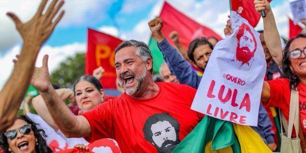 Para o líder do PT na Câmara, deputado Paulo Pimenta (PT-RS), não há chance de trocar Lula por Fernando...