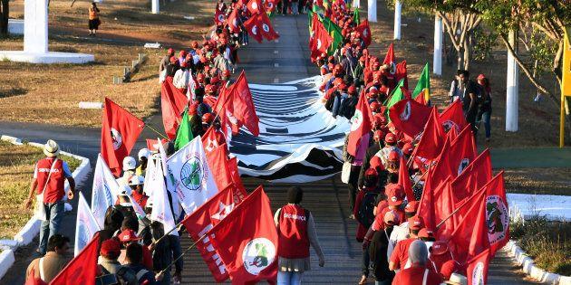 Marcha 'Lula livre' reúne cerca de 5 mil manifestantes em