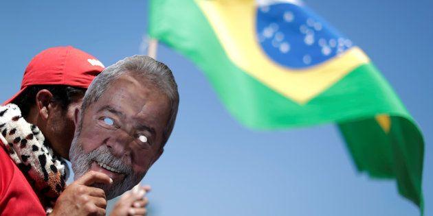 Caso Lula seja barrado, o PT prepara a substituição de seu nome por Fernando Haddad. A vice na chapa...