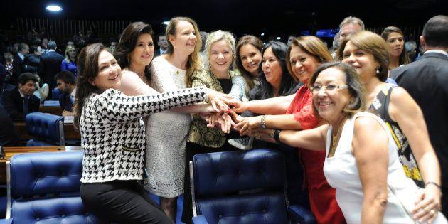 Em 2014, 10% das cadeiras na Câmara dos Deputados foram para deputadas. No Senado, o percentual de mulheres...