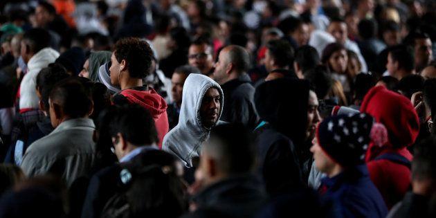 Desempregados formam fila no centro de São