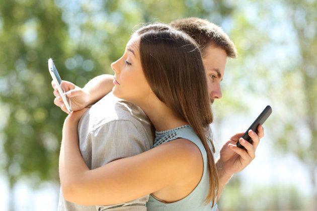 O que são os cont(r)atinhos: Relacionamentos que surgem da tensão entre o tradicional e o