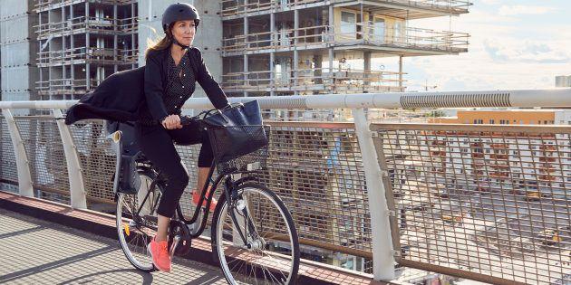 Você também pode ser feliz assim indo trabalhar de bicicleta.