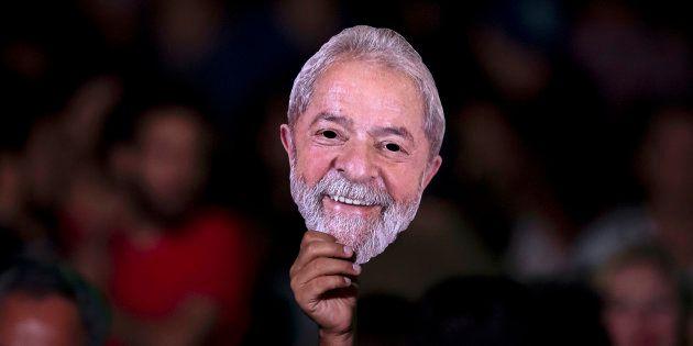 Condenado pela Lava Jato, Lula está preso e pode ter candidatura barrada pela Lei da Ficha