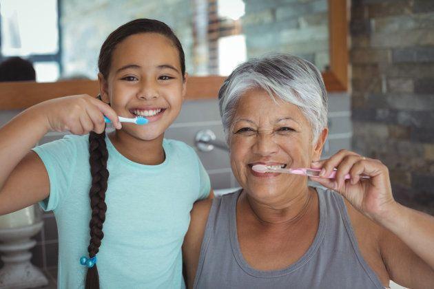A rotina de como cuidar da sua prótese dentária