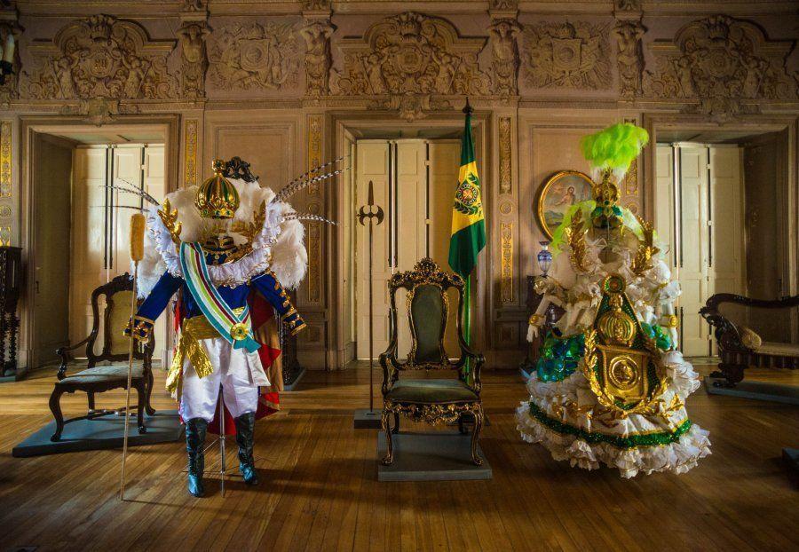Sala do trono contava história da família real no Museu