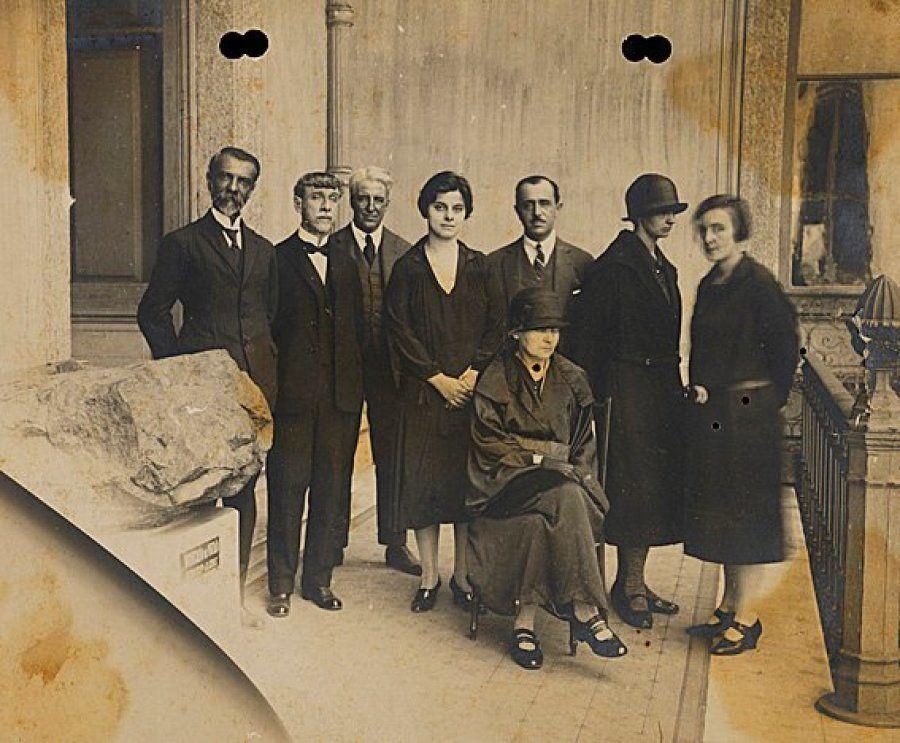 Cientista Marie Curie ao lado da bióloga Bertha Lutz no Museu Nacional do