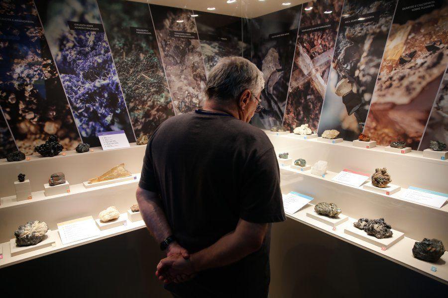 Um dos destaques da coleção de pedras do museu era amostra de quartzo proveniente de Minas Gerais, doada...