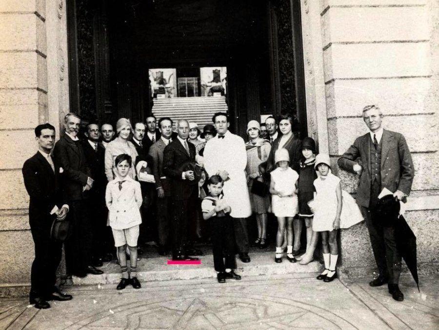 Uma das visitas de Alberto Santos Dumont ao Museu Nacional do Rio, em julho de