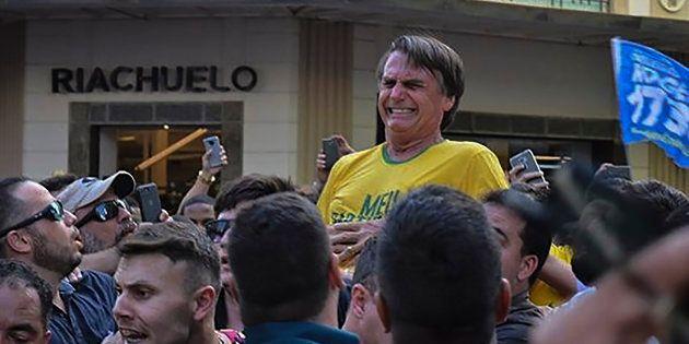 Jair Bolsonaro no momento em que foi ferido a faca, em Juiz de Fora