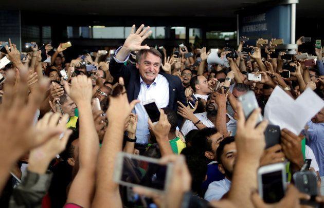 Líder nas pesquisas eleitorais sem Lula, Bolsonaro costumava ser ovacionado em atos de