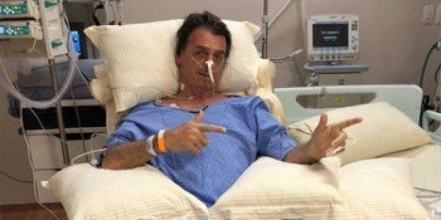Bolsonaro ficou sentado por volta de 30 minutos e fez caminhada pelo quarto do