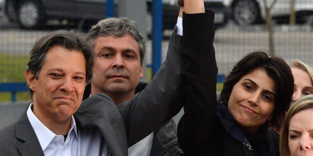 PT oficializa Fernando Haddad candidato à Presidência e Manuela D'Ávila (PCdoB),