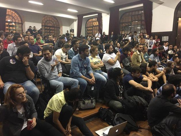 Debate lotou auditório da Faculdade de Direito do Largo São