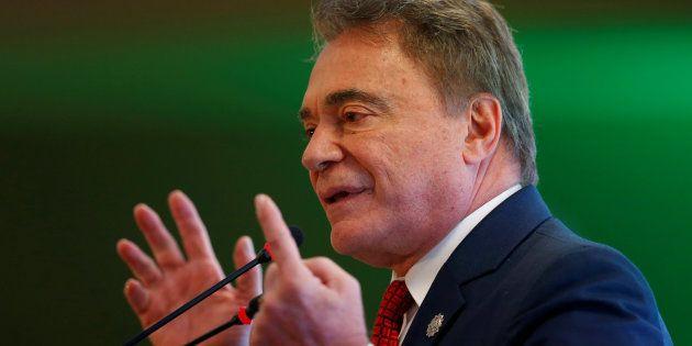 Para Alvaro Dias, as pesquisas de opinião pública induzem ao voto