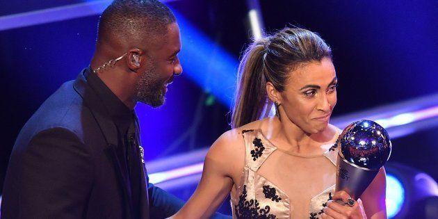 Marta surpreendeu as favoritas e campeãs europeis pelo Lyon e levou o prêmio de Melhor do Mundo pela...