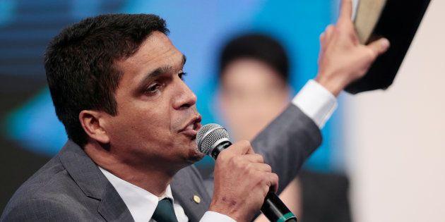 Cabo Daciolo vota ao lado dos filhos no RJ e segue para 'agradecer vitória no