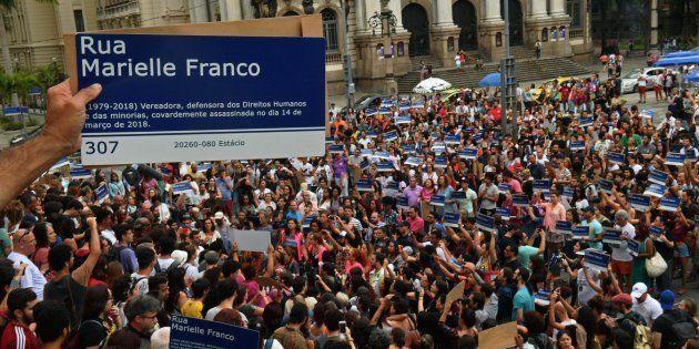 O ato – em estilo flashmob (mobilização pela internet) – reuniu mais de mil pessoas na