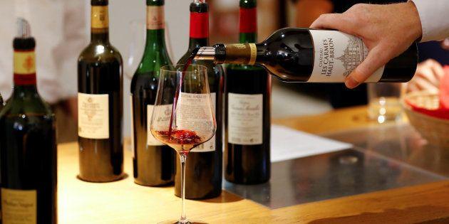 A região é um dos pontos que influenciam no preço de um vinho.