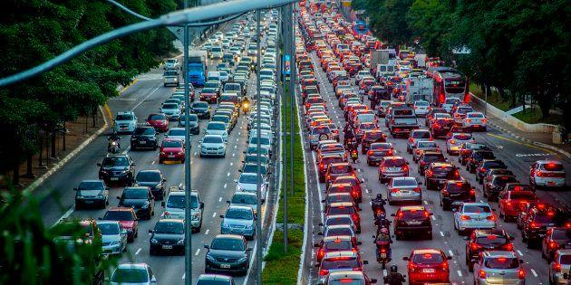 De acordo com dados apresentados em estudo da Fundação Getúlio Vargas (FGV) sobre carros elétricos, o...