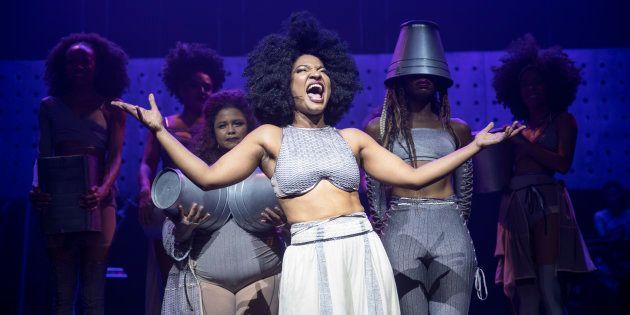 Sete atrizes se dividem no palco de 'Elza', musical sobre Elza
