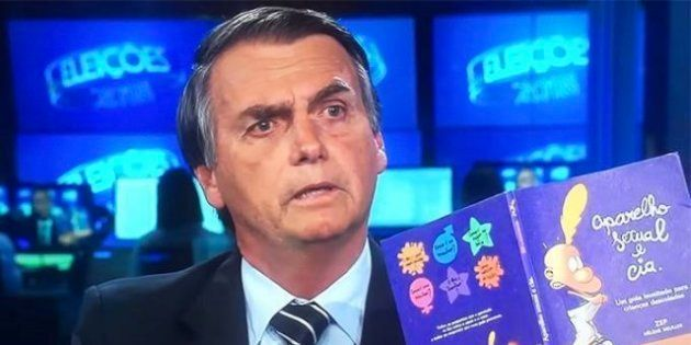 Livro exibido por Bolsonaro durante o JN, que não faz parte do Escola sem