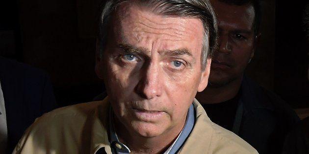 Jair Bolsonaro disse que aguardava avaliação médica, mas admitiu faltar a debate por