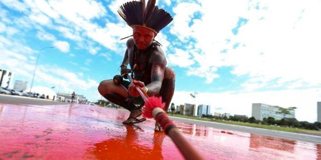 Ato por demarcação de terras indígenas na Esplanada dos Ministérios, em Brasília, em abril de