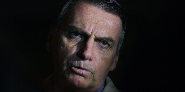 Jair Bolsonaro nega envolvimento com suposto esquema de envio em massa de fake