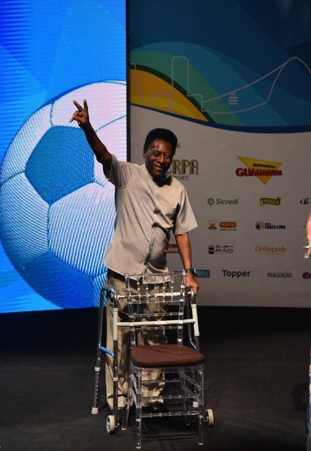 Pelé viajou recentemente para Barcelona e posou para