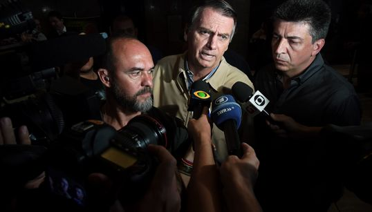 Bolsonaro importa modelo Trump e substitui imprensa por redes