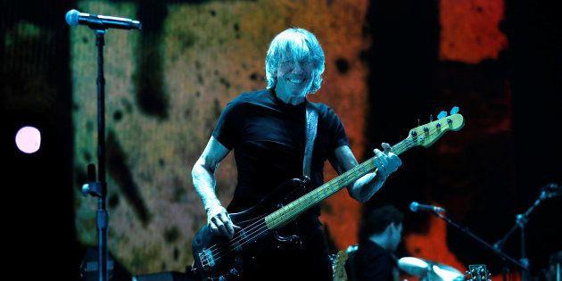 Passagem de turnê do ex-Pink Floyd pelo Brasil é marcada por críticas a Jair