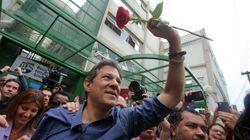 Entre flores e provocações, Haddad vota em SP e se diz 'esperançoso' com resultado das