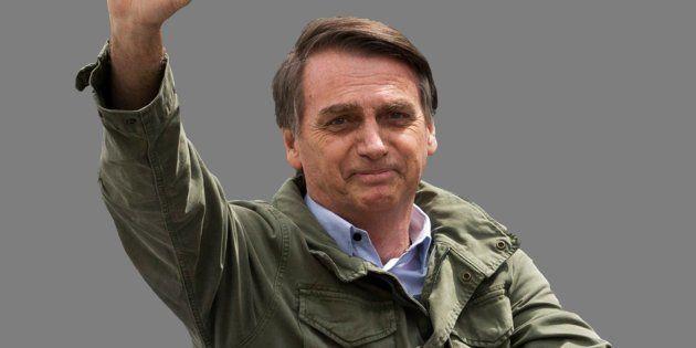 Bolsonaro critica Folha, omite informações e ameaça cortar
